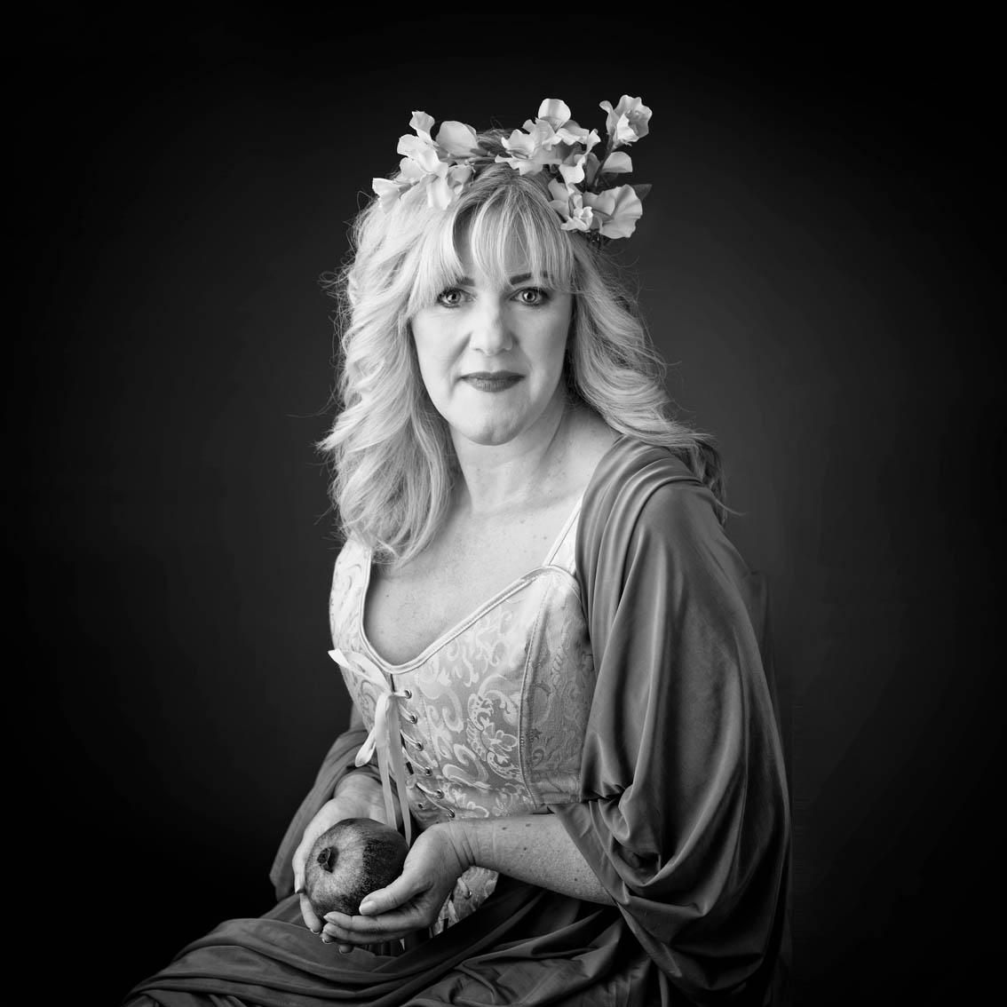 Frauen Portrait, Thema Fruchtbarkeit