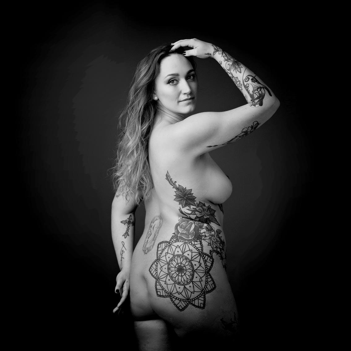 Frau, nackt, Tattoo, Duesseldorf